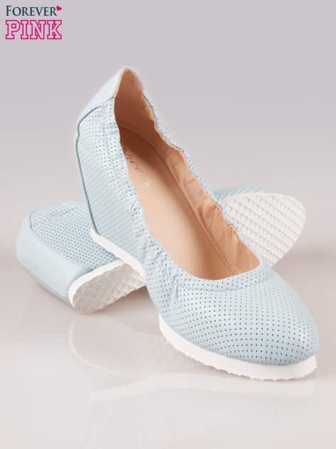 Błękitne siateczkowe buty na koturnie                                  zdj.                                  4