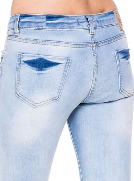 Błękitne spodnie skinny jeans do połowy łydki z rozdarciami                                  zdj.                                  7