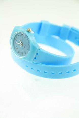 Błękitny zegarek damski na silikonowym pasku                                  zdj.                                  3