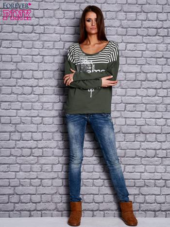 Bluza z motywem pasków i napisem zielona                                  zdj.                                  2