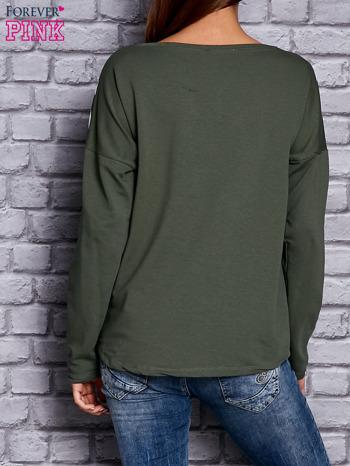 Bluza z motywem pasków i napisem zielona                                  zdj.                                  4