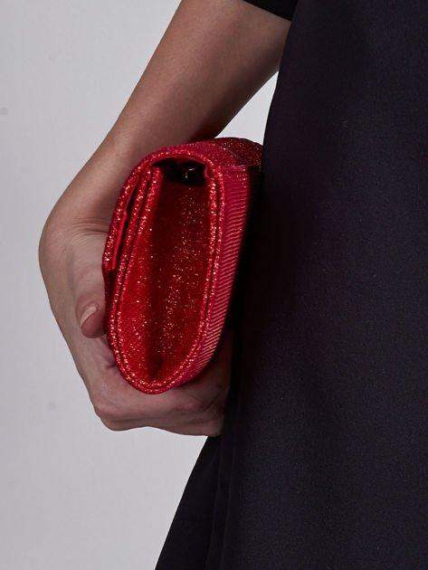 Błyszcząca kopertówka w jodełkę czerwona                              zdj.                              5