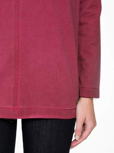 Bordowa bluza z surowym wykończeniem i widocznymi szwami                                  zdj.                                  6