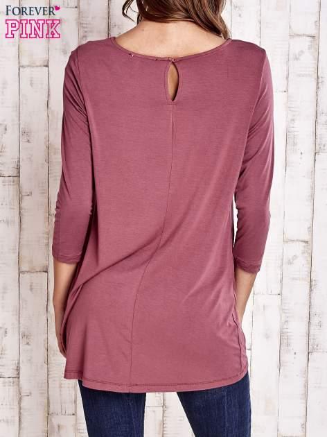 Bordowa bluzka z zapięciem typu łezka na placach                                  zdj.                                  4