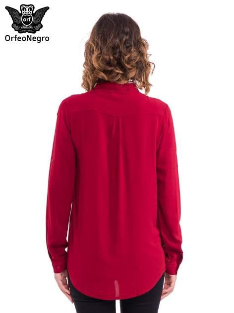 Bordowa koszula z listwą i pagonami zdobionymi dżetami                                  zdj.                                  2
