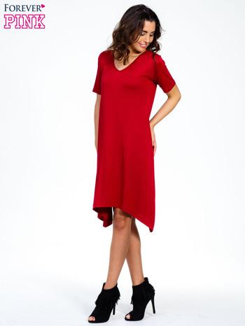 Bordowa luźna sukienka z asymetrycznym dołem