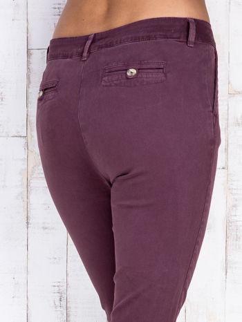 Bordowe proste spodnie z kieszeniami na guziki                                  zdj.                                  5