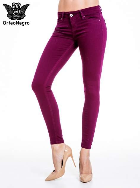 Bordowe spodnie typu skinny z elastycznego materiału