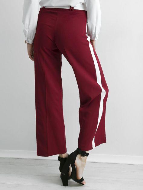 Bordowe szerokie spodnie z lampasami                              zdj.                              2