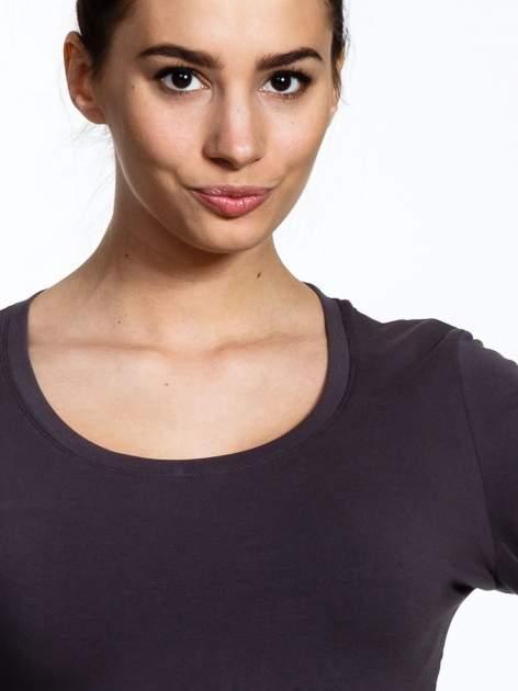 Brązowa bluzka sportowa z dekoltem U                                  zdj.                                  4