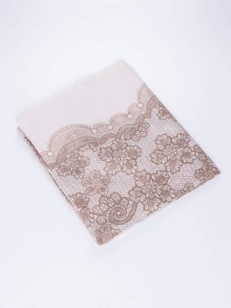 Brązowa chustka w kwiatowy, dekoracyjny ornament                                  zdj.                                  3