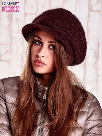 Brązowa dziergana czapka z daszkiem
