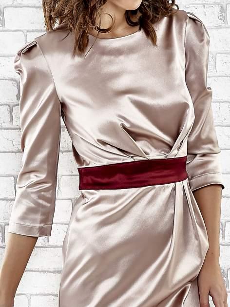 Brązowa elegancka sukienka z satyny z drapowaniem                                  zdj.                                  5