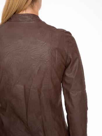 Brązowa kurtka biker z przeszyciami na ramionach                                  zdj.                                  8