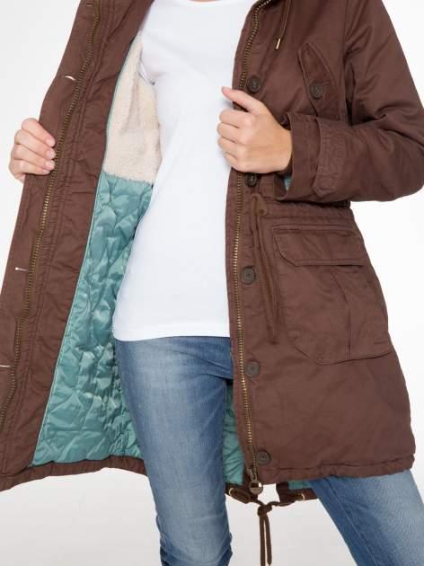 Brązowa kurtka typu parka z futrzanym kapturem                                  zdj.                                  12