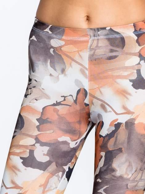 Brązowe legginsy w wielobarwne wzory                                  zdj.                                  5