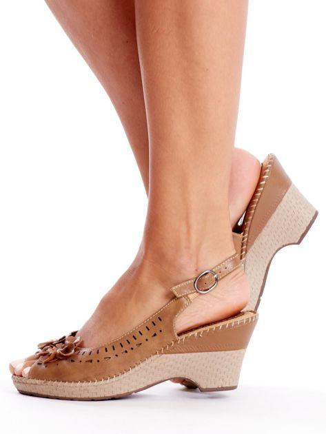 Brązowe sandały na koturnie                               zdj.                              3