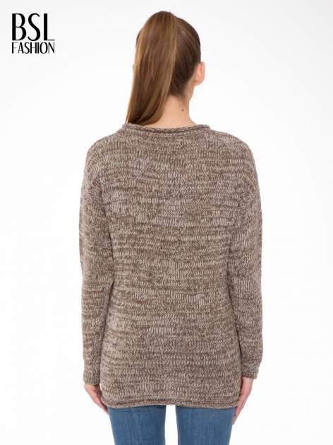 Brązowy melanżowy sweter z nadrukiem kozy                                  zdj.                                  4