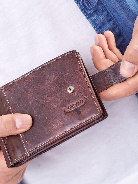 Brązowy portfel męski z klapką                              zdj.                              7