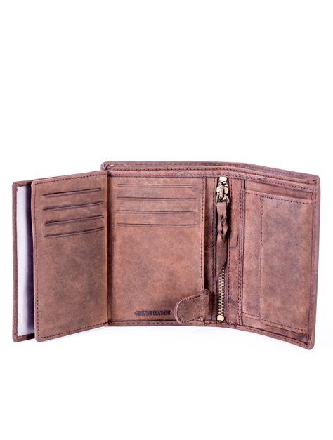 Brązowy portfel skórzany z tłoczeniem i przeszyciami                              zdj.                              6