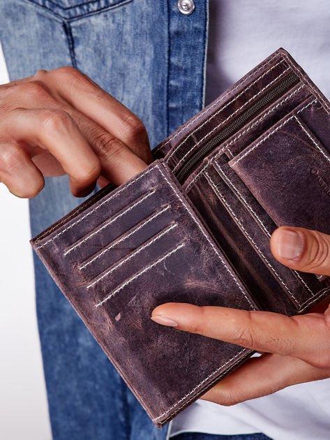 Brązowy skórzany portfel męski z zapięciem na zatrzask                              zdj.                              6