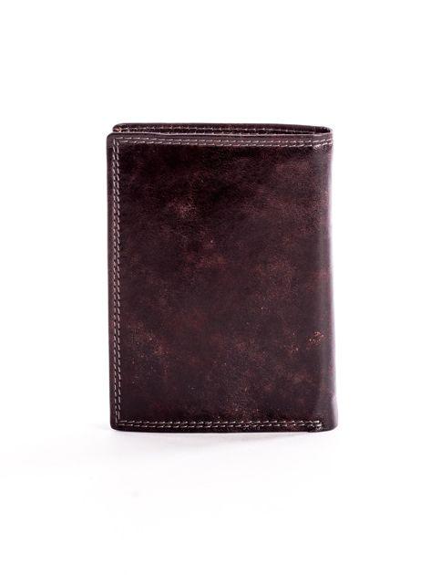 Brązowy skórzany portfel z tłoczonym logiem                              zdj.                              2