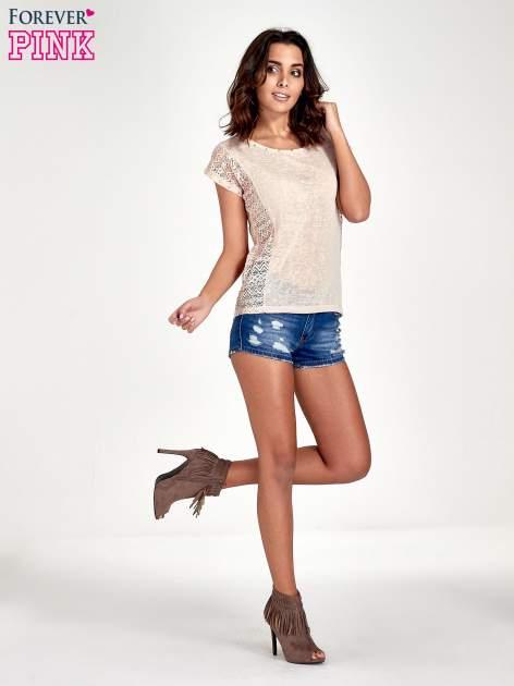 Brzoskwiniowy t-shirt z koronkowym tyłem i dżetami                                  zdj.                                  2