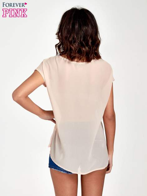 Brzoskwiniowy t-shirt z kryształkami                                  zdj.                                  4