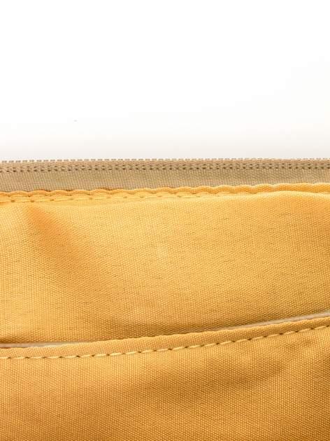 Camelowa kopertówka z dżetami motyw ust                                  zdj.                                  7