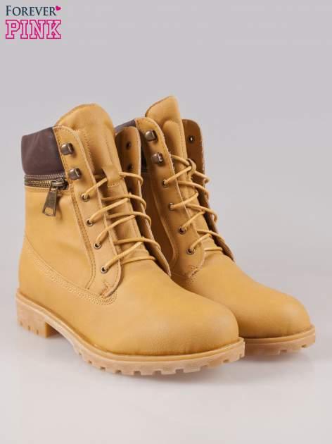 Camelowe buty trekkingowe damskie typu traperki z zamkiem                                  zdj.                                  2