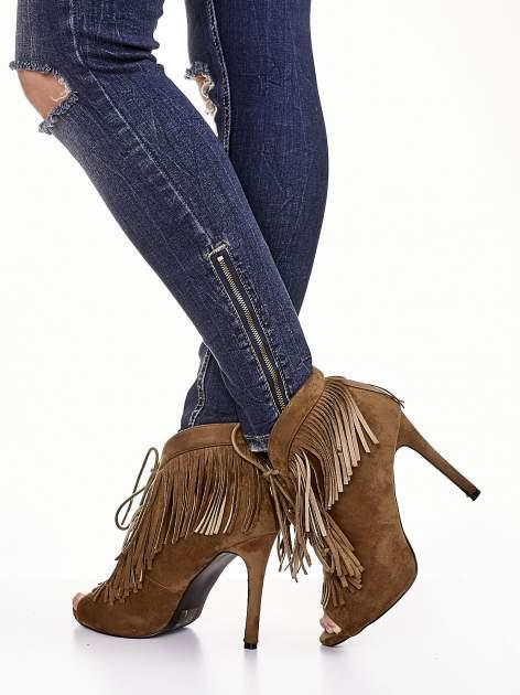 Camelowe sznurowane botki faux suede Lea open toe z frędzlami                                  zdj.                                  1