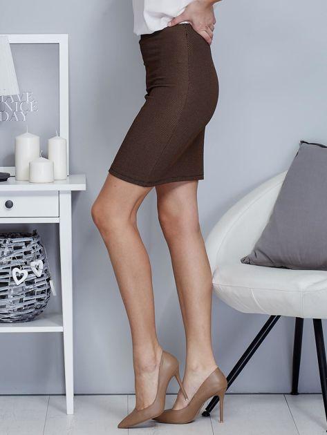 Ciemnobeżowa spódnica w delikatny strukturalny wzór                                  zdj.                                  3