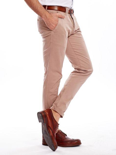 Ciemnobeżowe bawełniane spodnie męskie chinosy                               zdj.                              9