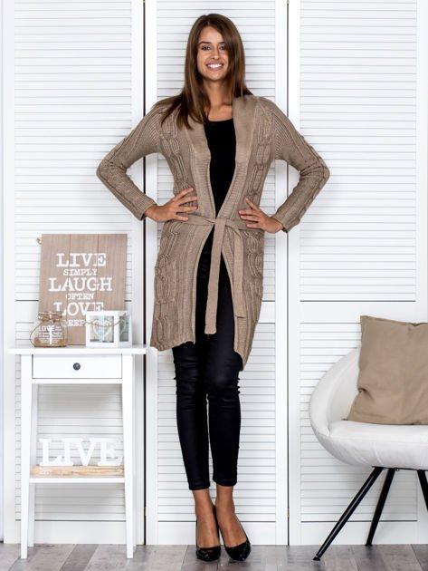 Ciemnobeżowy ażurowy długi sweter typu kardigan z paskiem                                  zdj.                                  4