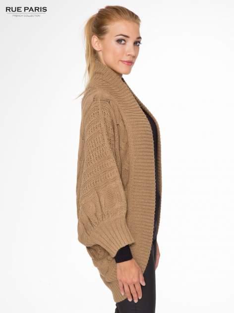 Ciemnobeżowy dziergany sweter typu otwarty kardigan                                  zdj.                                  3