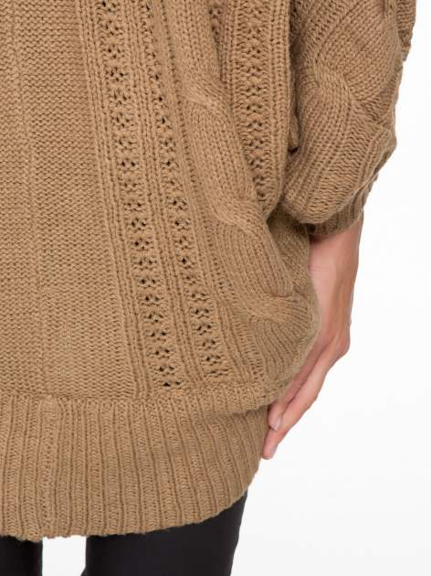 Ciemnobeżowy dziergany sweter typu otwarty kardigan                                  zdj.                                  8
