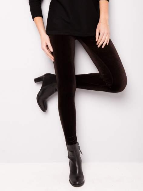 Ciemnobrązowe legginsy z weluru