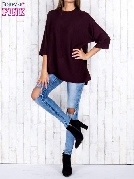 Ciemnobrązowy luźny sweter oversize z bocznymi rozcięciami                                  zdj.                                  2