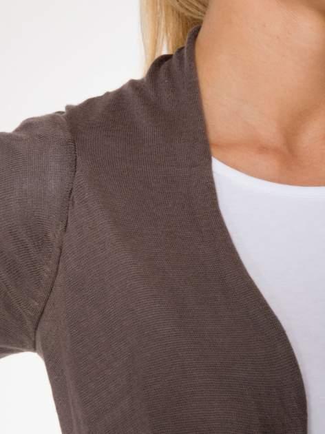 Ciemnobrązowy otwarty sweter z kaskadowymi bokami                                  zdj.                                  6