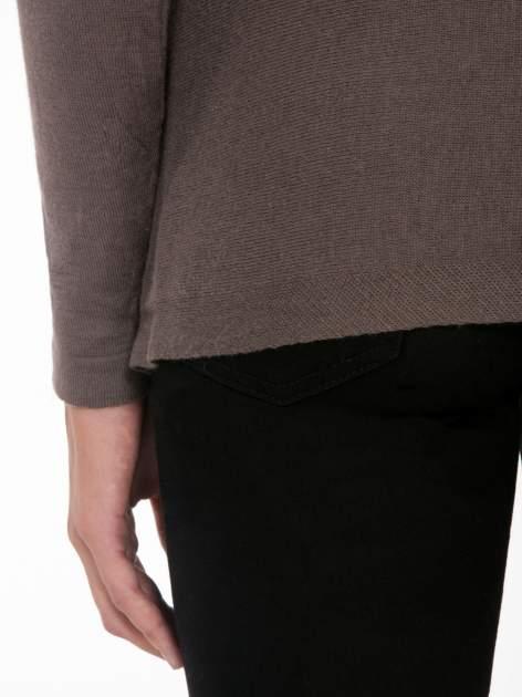 Ciemnobrązowy otwarty sweter z kaskadowymi bokami                                  zdj.                                  8