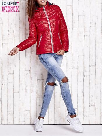 Ciemnoczerwona pikowana kurtka z wykończeniem w groszki                                  zdj.                                  7