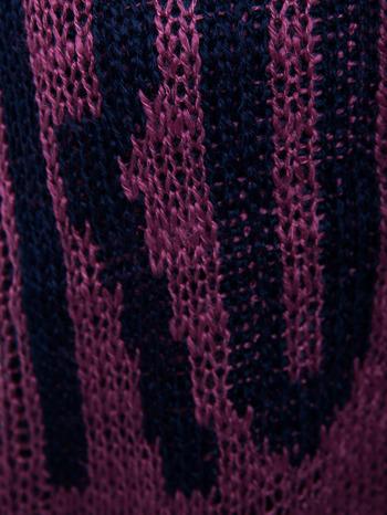 Ciemnoczerwony sweter z nadrukiem i efektem destroyed                                   zdj.                                  6