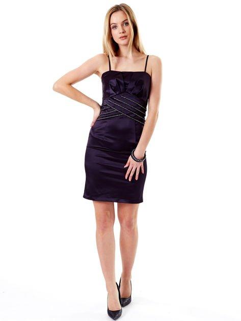 Ciemnofioletowa sukienka z błyszczącą aplikacją                              zdj.                              7