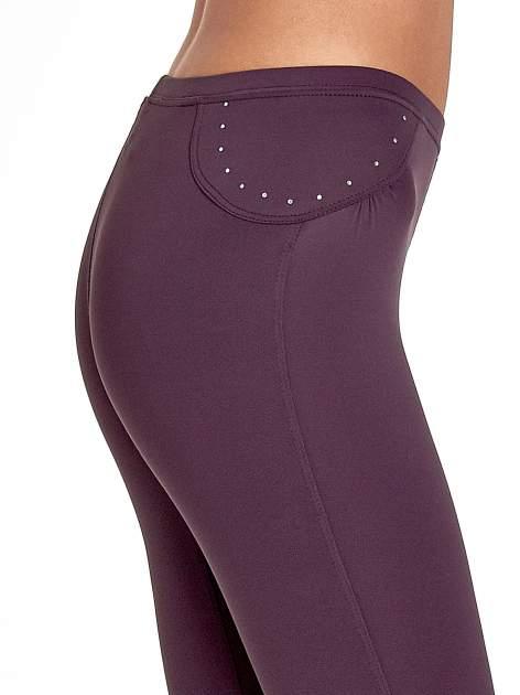 Ciemnofioletowe legginsy sportowe termalne z dżetami i ściągaczem                                  zdj.                                  5