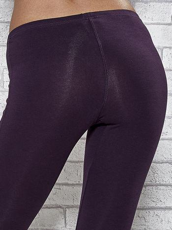 Ciemnofioletowe legginsy sportowe z patką z dżetów na dole                                  zdj.                                  7