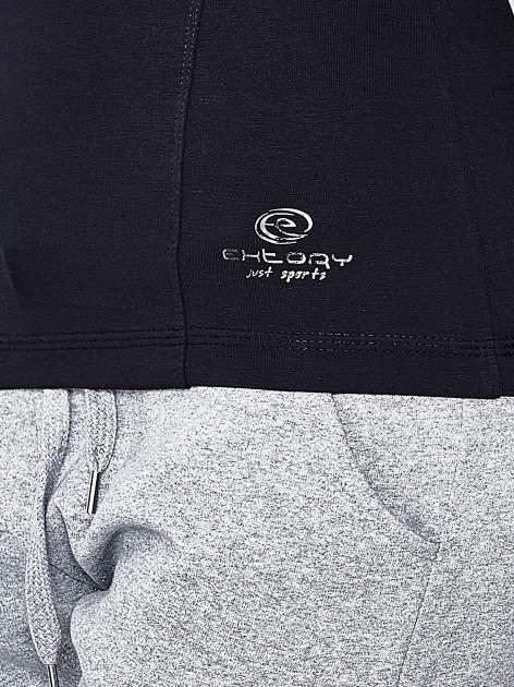 Ciemnogranatowa bluzka sportowa z dekoltem U                                  zdj.                                  6