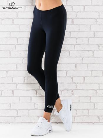 Ciemnogranatowe legginsy sportowe termalne z patką z dżetów                                  zdj.                                  1
