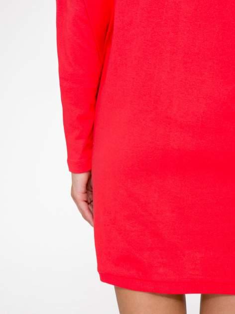 Ciemnokoralowa tunika dresowa z obniżoną linią ramion                                  zdj.                                  9