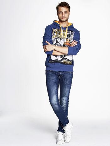 Ciemnoniebieska bluza męska z kapturem z motywem whiskey                                  zdj.                                  2