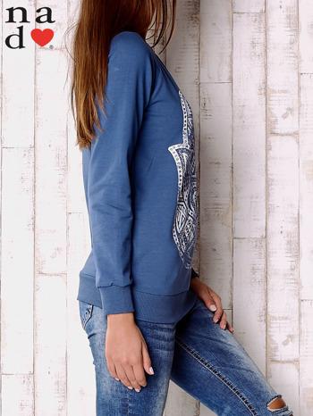 Ciemnoniebieska bluza z motywem dłoni                                  zdj.                                  3